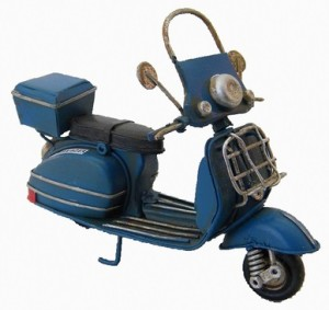 Vespa azul decoracion pastor for Vespa decoracion